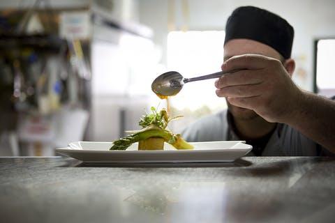 Industry Spotlight - Restaurants: FLSA Compliance