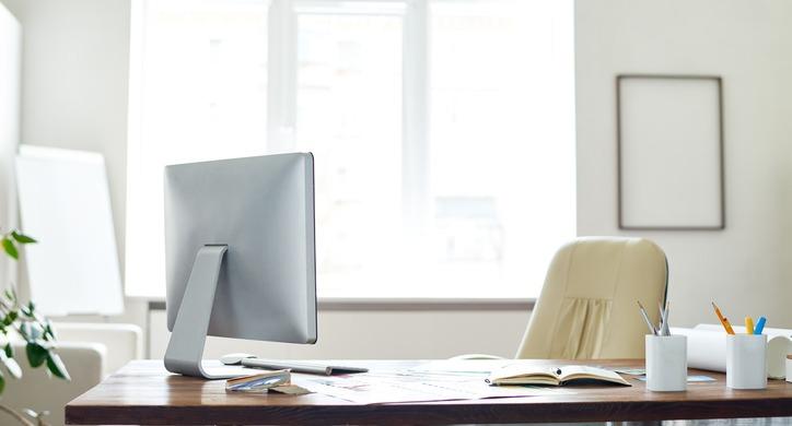 employees-talking-workplace