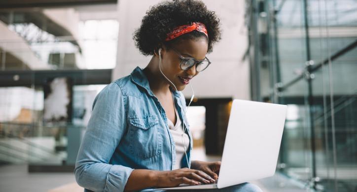 woman-working-laptop